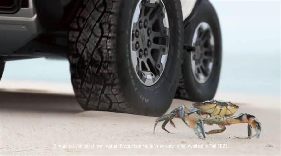 電動悍馬車螃蟹模式解密:四輪轉向 + 對角線移動,10 月 20 日正式發表
