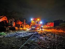 彰化阿寶坑垃圾場悶燒第三天 清潔隊消防員24小時輪班搶救