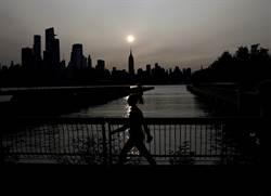 美西野火煙霧飆速大擴散 紐約、荷蘭天空現異象