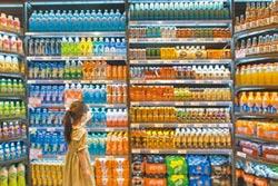 低價產業奇蹟 礦泉水造商業帝國