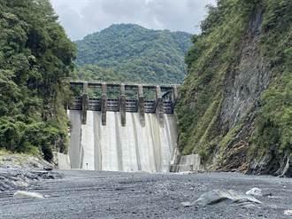 武界意外網挖出9年前印度版「八掌溪」影片 慢5秒一家5口喪命