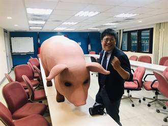 國民黨將抬「大毒豬」圍柯 逼簽拒美豬聲明