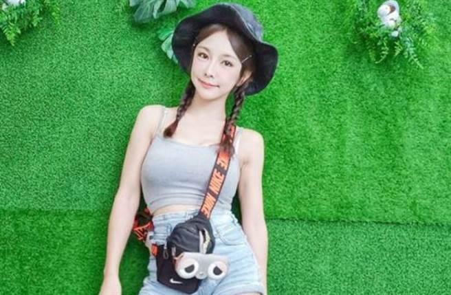 巫苡萱与同为乐天女孩的倪暄、篮篮,以及国民女团AKB48 Team TP队长陈诗雅一起爬山耍辣。(图/IG@avawu0726)