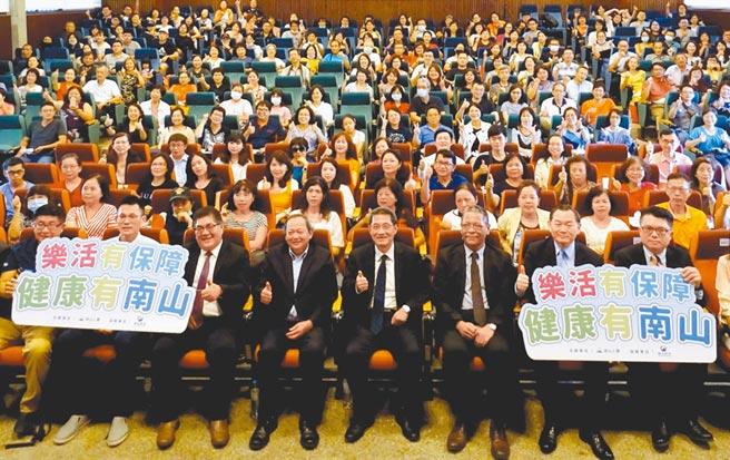 南山人壽地區活力洋溢講座臺中場於東海大學舉行,擠進滿滿人潮。(南山人壽提供)