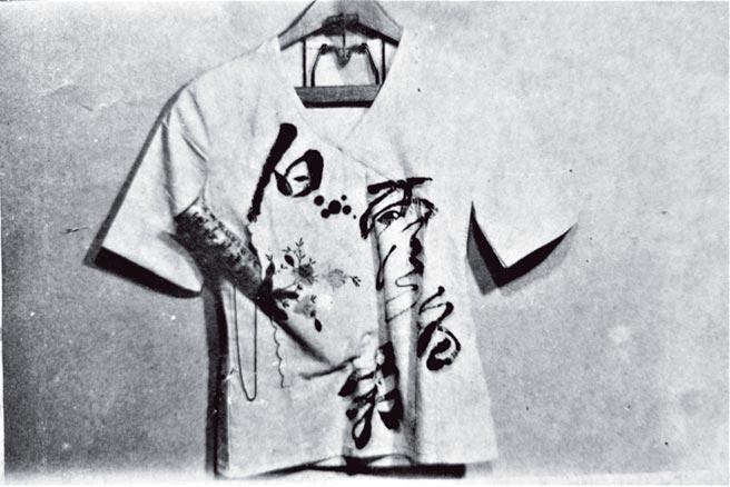 《草根生活創作展》羅青作品:〈一襲白露為霜〉。(羅青提供)