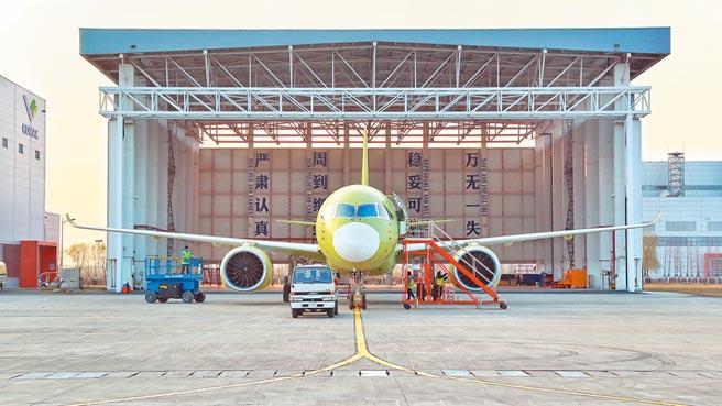 2019年12月27日,大陸C919大型客機第6架試飛飛機──106架機在上海順利完成首次飛行任務。(中新社)