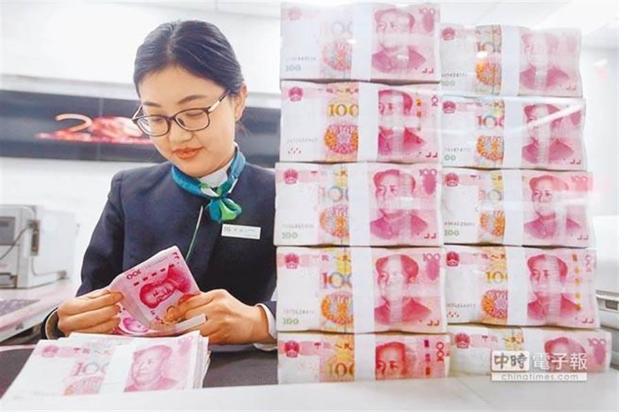 人民幣近期大漲,一天升破兩道關口。(中新社)