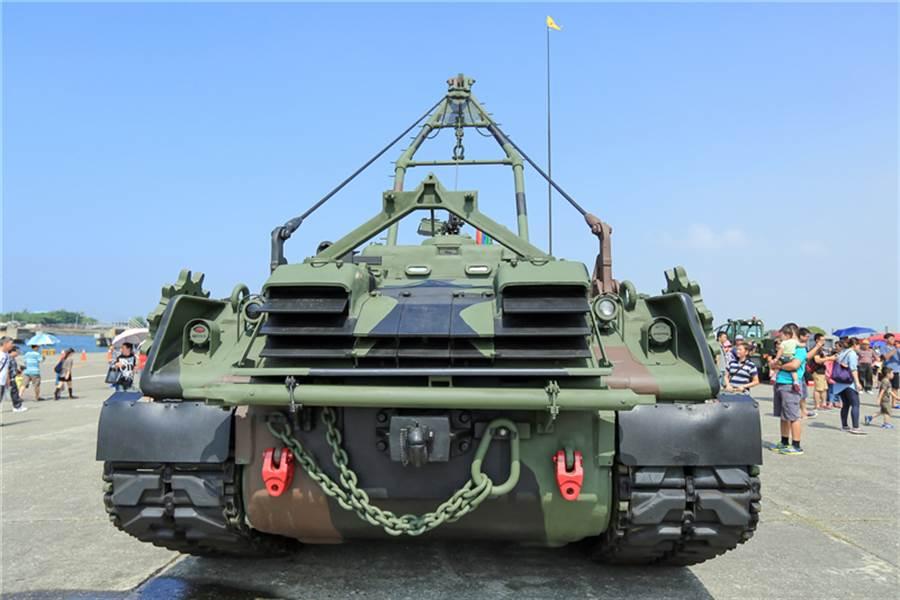 海軍陸戰隊的M88A1裝甲救濟車。(圖/中華民國海軍)