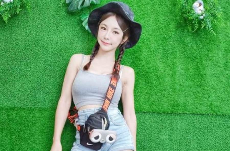 巫苡萱與同為樂天女孩的倪暄、籃籃,以及國民女團AKB48 Team TP隊長陳詩雅一起爬山耍辣。(圖/IG@avawu0726)
