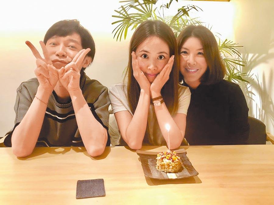 蔡依林(中)日前和吳青峰(左)、許茹芸一同慶生。(摘自IG)