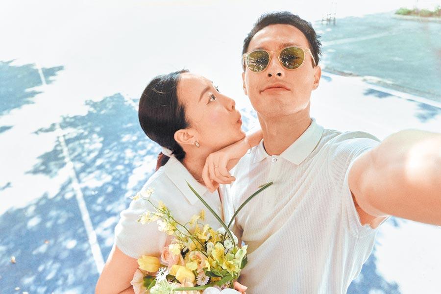 楊祐寧奉女成婚,與愛妻Melinda合影幸福的一刻。(摘自楊祐寧臉書)
