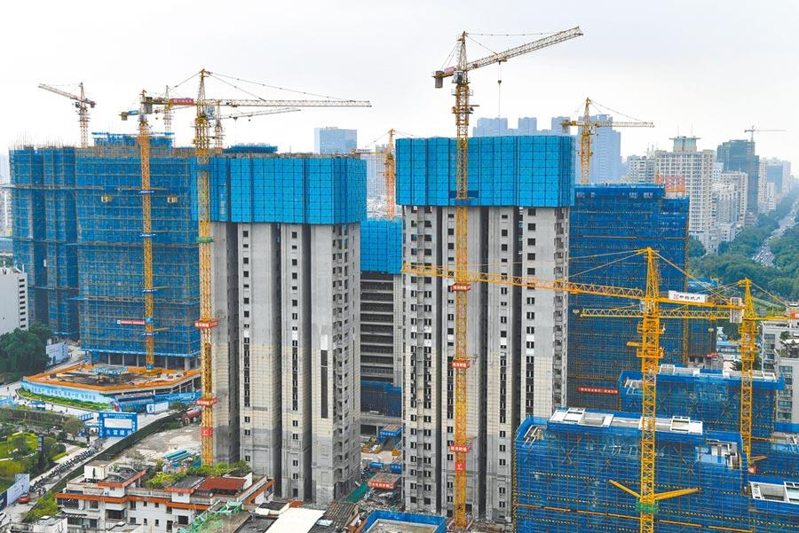 大陸前8月房地產開發投資年增4.6%。圖為福州一處正在施工的房地產。(中新社)