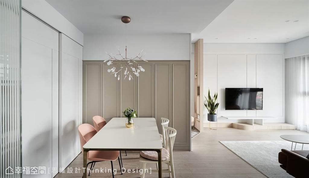 運用暖棕色的美式牆板,鋪排出立體的空間輪廓,鮮明卻不躁進,默默地傳遞暖意。