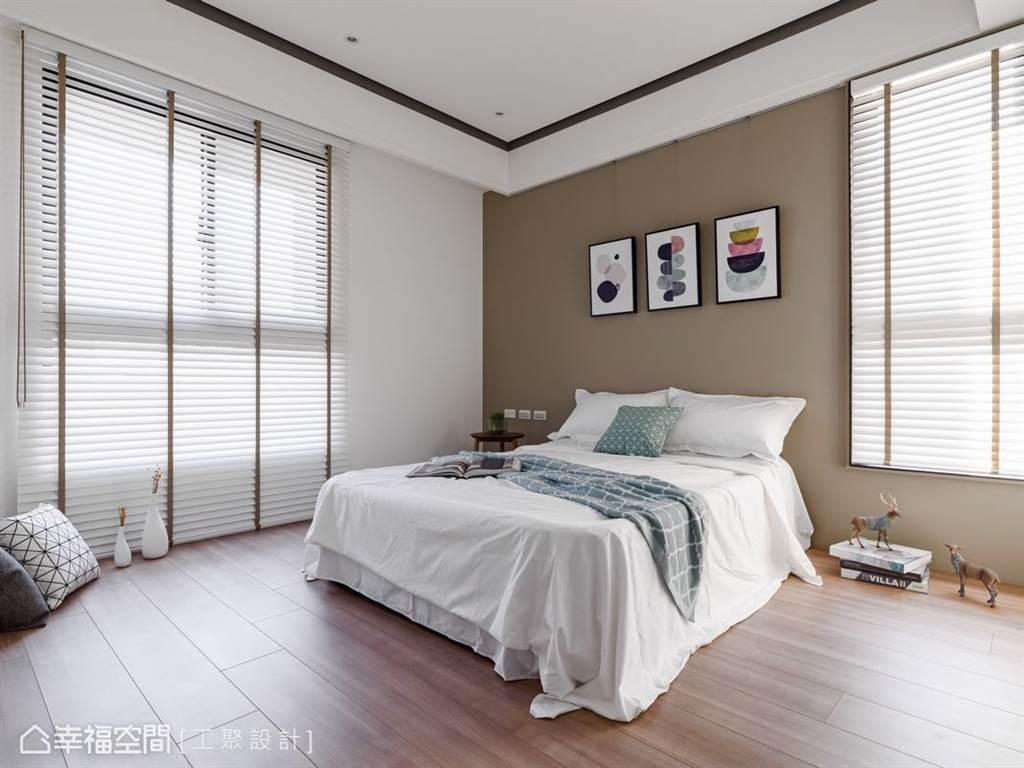 濃醇拿鐵棕色調作為臥室主牆,為空間注入一股安定、安穩的力量,也格外有安全感。