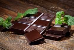 男孩游泳撿到「金巧克力」 專家激動:超過2千年價值破億