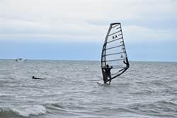 苗栗早已開放假日之森海濱為風浪板專區