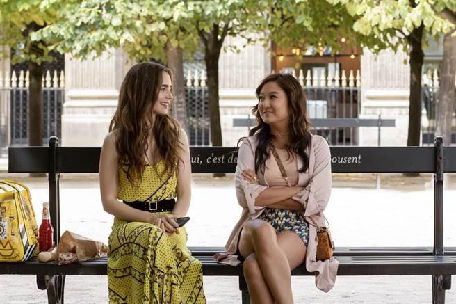 莉莉柯林斯主演Netflix愛情喜劇影集《艾蜜莉在巴黎》。
