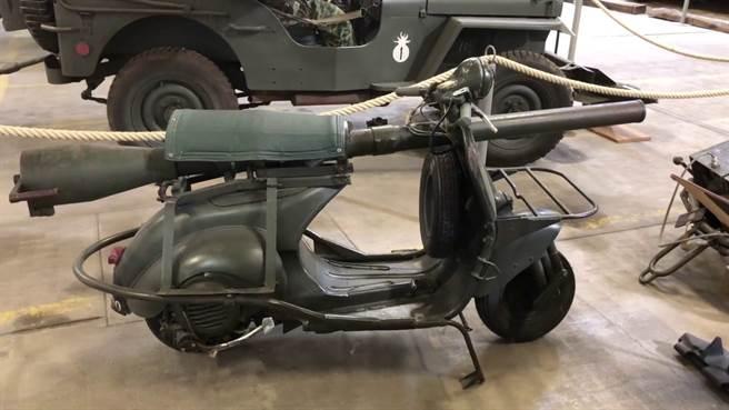 最奇特的武裝摩托車-Vespa 150 TAP,將一具無後座力砲安裝在偉士牌機車。(圖/youtube)