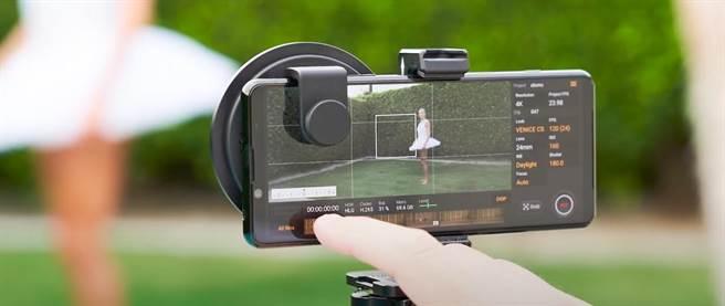 Sony Xperia 5 II為全球首款支援4K-HDR-120fps慢動作影片錄影的智慧手機。(翻攝直播畫面)