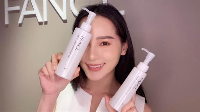 FANCL熱賣的MCO速淨卸妝液在周年慶期間限量推出加大版,是鐵粉們必買商品。(圖/邱映慈攝影)
