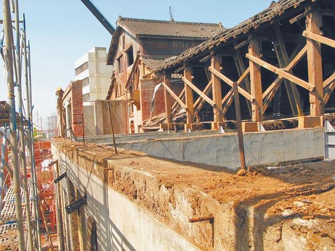 潭子農會穀倉配合鐵路高架化工程,拆除部分建物並編號保留,將一磚一瓦恢復。(潭子區農會提供/王文吉台中傳真)