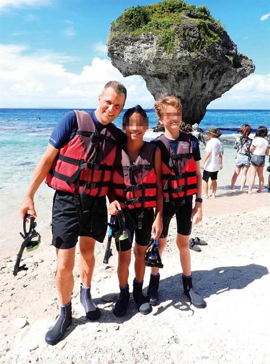 在熱愛運動的麥迪加影響下,兩個兒子都喜歡水上活動。(圖/麥迪加提供)