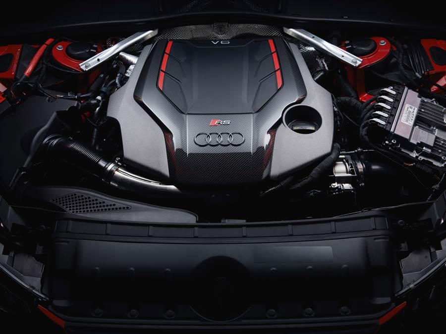 RS 4 Avant搭載2.9升V6雙渦輪引擎,可爆發450hp/600Nm最大動力。