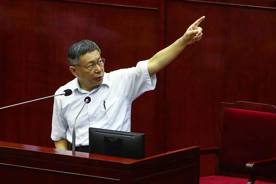台北市長柯文哲17日赴議會施政報告,對於各界關注的大巨蛋復工,柯文哲施政報告時表示,大巨蛋雖不能盡善盡美,但差強人意,現在大巨蛋安全性也比較可以接受。(鄧博仁攝)
