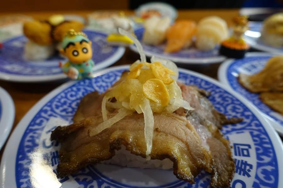直火爐烤牛肉壽司。(黃采薇攝)
