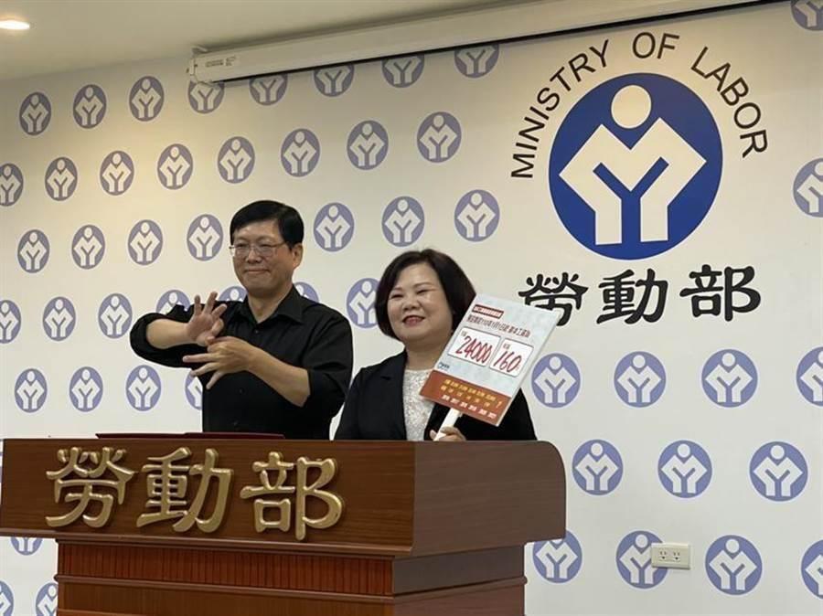 勞動部部長許銘春(右)。圖/本報系資料照片