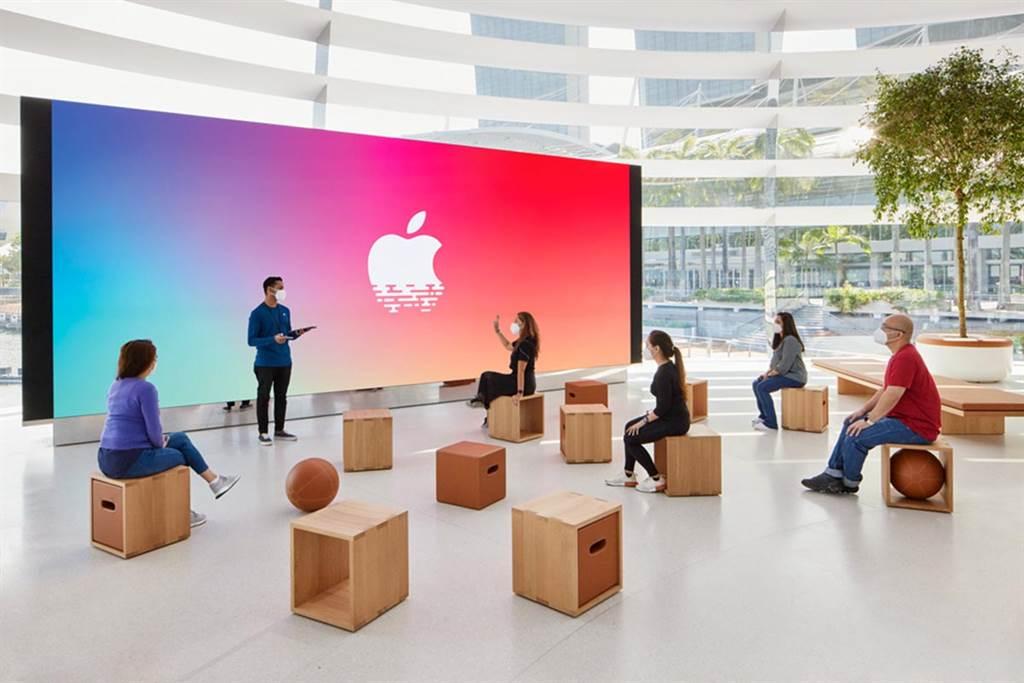 ▲商店並規劃設有巨型螢幕牆的互動區,未來將成為藝術家、創作者開辦 Today at Apple 課程的發表舞台。(圖片來源/Apple)