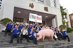 影/立院開議 藍委舉「豬」嗆:蔡英文來報告