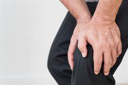 怕老了骨質疏鬆?醫曝「日常3習慣」:提早存骨本