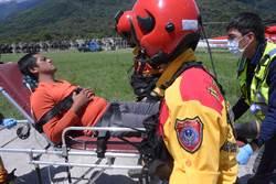 花蓮林管處僱員山林查訪遭虎頭蜂圍攻 直升機吊掛急送醫