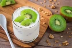 奇異果配牛奶會阻礙消化?營養師批:無稽之談