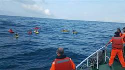 瑞芳驚傳10名遊客划立槳體力不支 海面上載浮載沉 海巡緊急救援