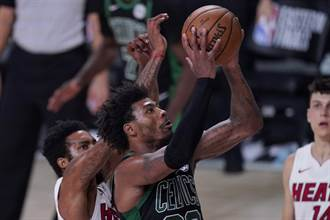 NBA》搞內訌?綠軍賽後休息室激烈爭吵