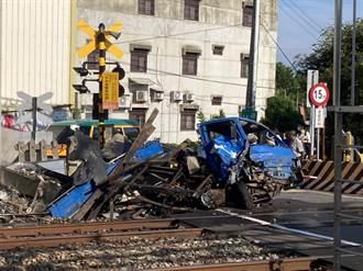 小貨車闖入通灣里平交道撞稀爛  影響海線13班次上千乘客