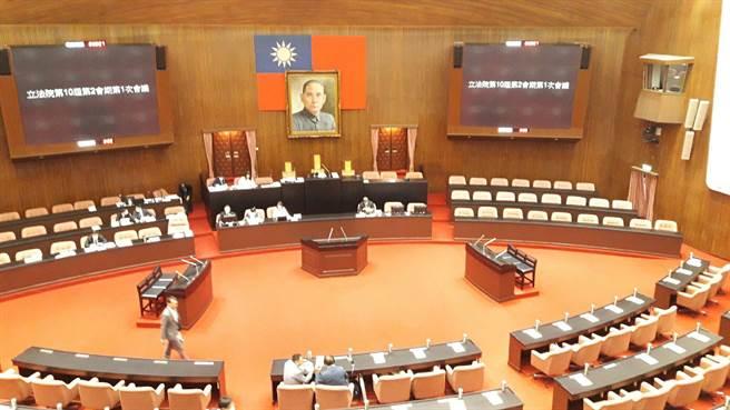 行政院長蘇貞昌今率內閣閣員,赴立法院報告瘦肉精美豬、牛輸台政策。(朱真楷攝)