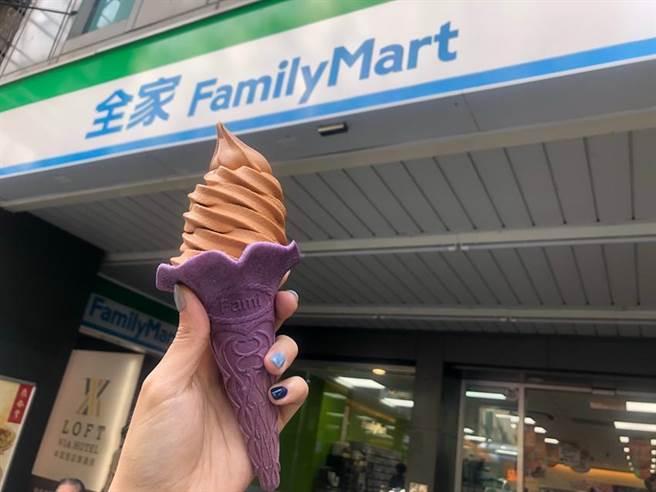 全家攜手珍煮丹推出「泰泰厚奶霜淇淋」,以橘色霜料搭配紫色餅皮,配色十分吸睛。圖/業者提供