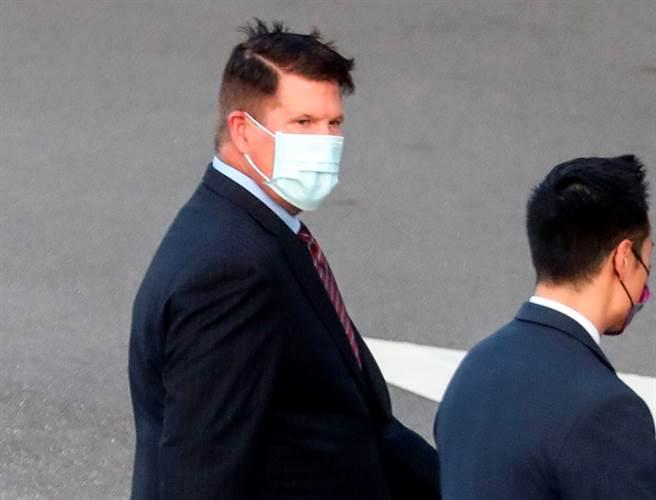 美國國務院次卿柯拉克(Keith Krach)搭乘「灣流5型」商務包機,17日下午飛抵台北松山機場,展開訪問行程。(美聯社)