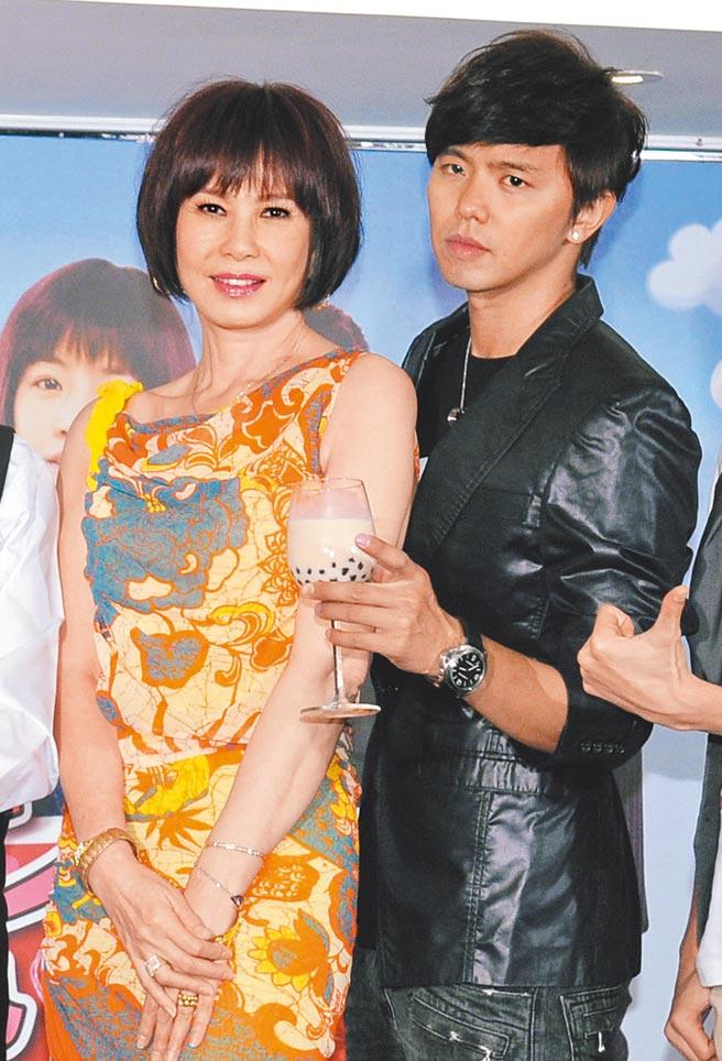 周丹薇(左)與黃鴻升曾合作演母子。(資料照片)