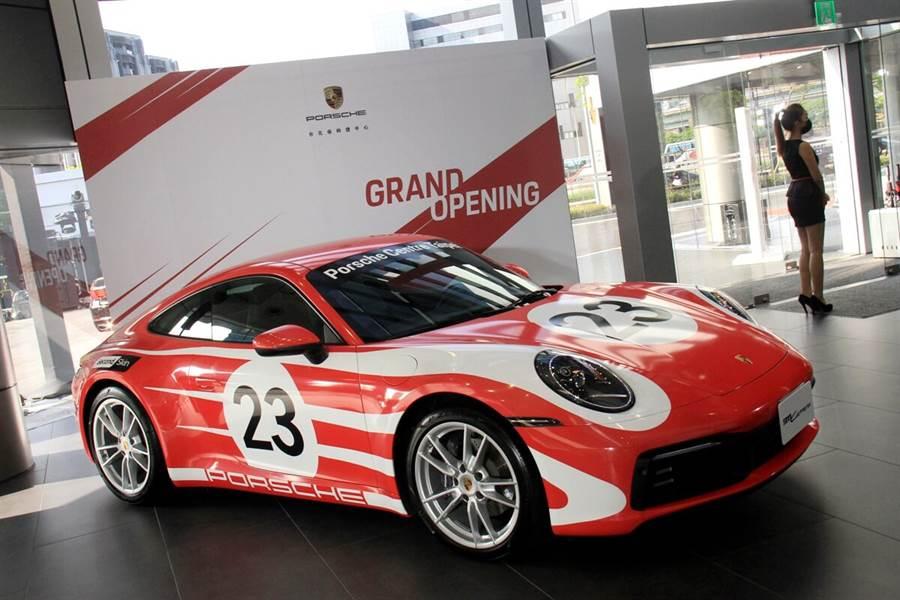 全新台北保時捷中心隆重開幕!配有全台首座「Destination Porsche」概念展間