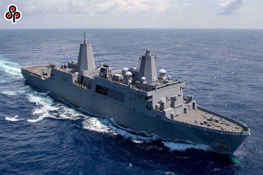 《環球時報》社評指大陸海軍再強大也撐不住華盛頓霸權野心。圖為美國海軍兩艘兩棲艦船日耳曼城號(LSD 42)和新奧爾良號(LPD 18)9月6日在南海開展航行訓練活動。(摘自美國太平洋艦隊臉書)