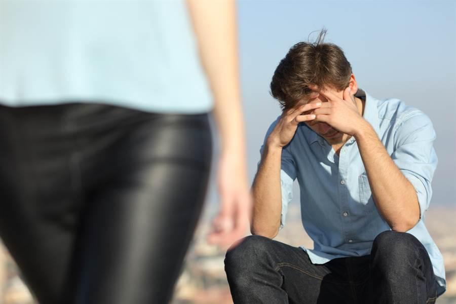 年收300萬求婚失敗!女友曝「拒絕理由」,網一看愣住。(示意圖/Shutterstock)