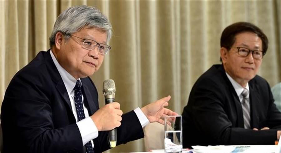 台積電總裁魏哲家(左)和董事長劉德音。(資料照)