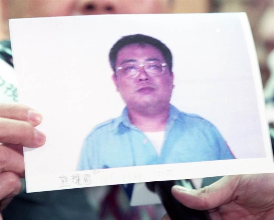 刑事局長楊子敬公佈新光保全監守自盜案的嫌犯熊耀國,希望民眾踊躍提供線索。(姜永年攝)