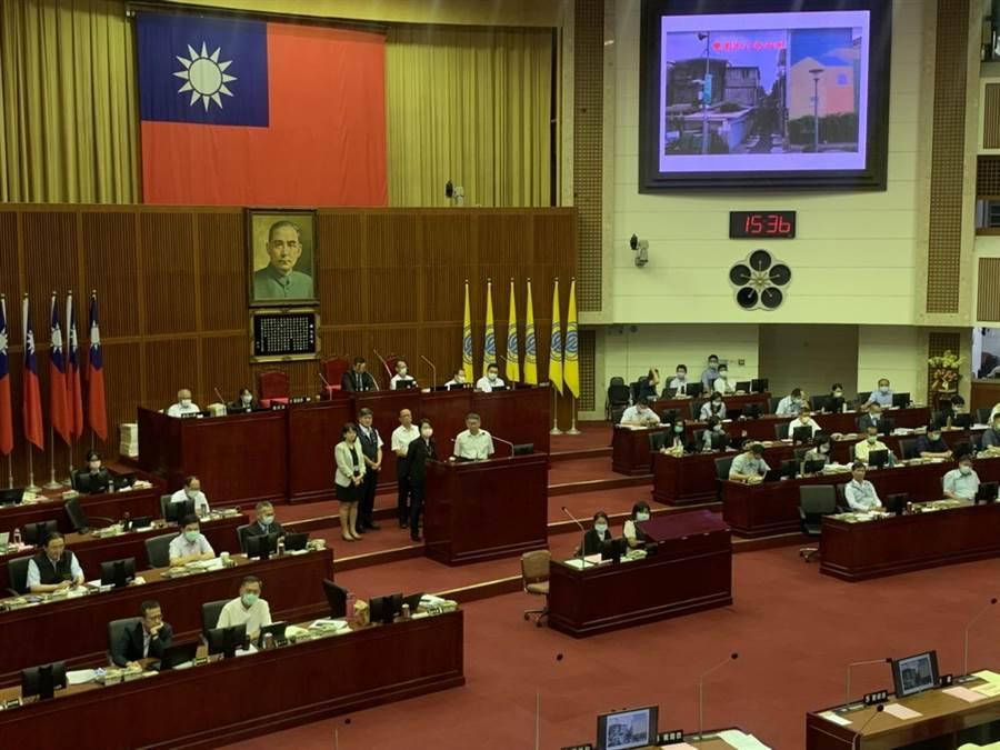 台北市長柯文哲赴議會進行施政報告和質詢。(張薷攝)