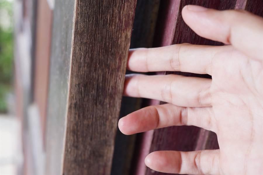手指被門夾到腫成「圓球」網笑:跟湯姆貓同款手指(示意圖/達志影像)