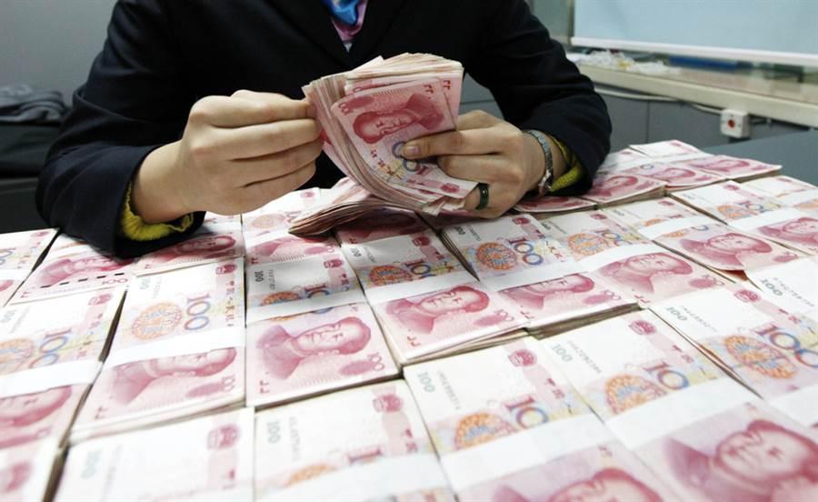 專家預測,人民幣還有升值空間,明年底前不排除上看6.3。(圖/達志影像/shutterstock)